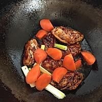 香菇炖鸡翅的做法图解7
