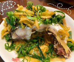 鲜味又下饭的榨菜蒸鱼腩的做法