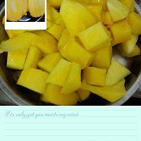 鲜芒果切块的做法图解3