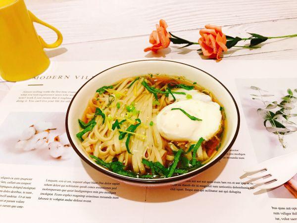 姜丝藿香卧蛋酸汤面的做法
