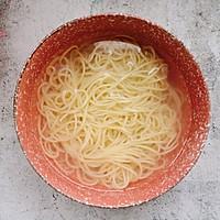 #花10分钟,做一道菜!#虾仁蛋炒面的做法图解3