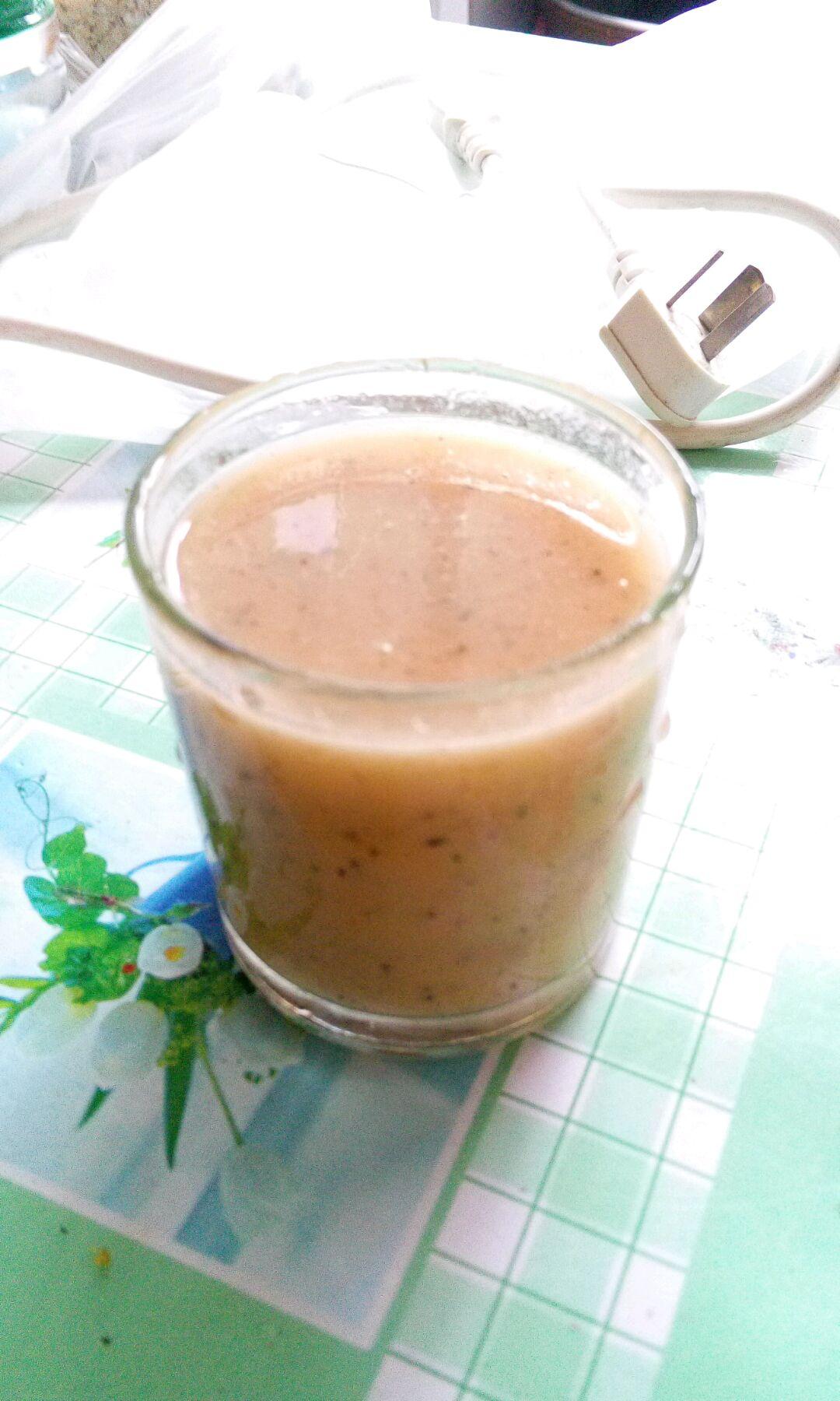 西瓜适量 芒果1个 火龙果1个 酸牛奶1盒 芒果西瓜火龙果汁的做法步骤