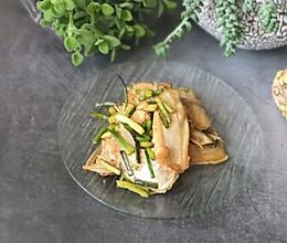 蒜苔焖鱼鳍的做法