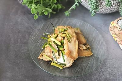 蒜苔焖鱼鳍