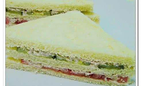 简约金枪鱼三明治的做法