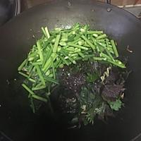 韭菜花爆炒青蛙的做法图解4