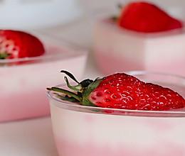 """#安佳一口""""新""""年味#情人节限定雪域草莓双色奶冻的做法"""