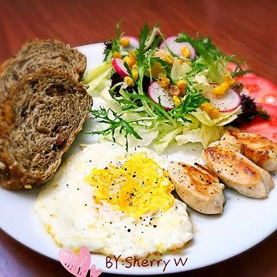 减肥早餐-鸡胸肉鸡蛋蔬菜沙拉