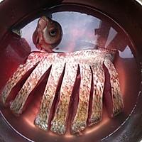 腊肠蒸鳊鱼的做法图解2