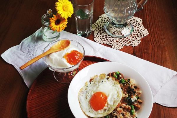 聪明炒饭:小鱼干核桃炒饭的做法