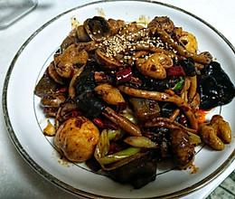 肥肠菌菇麻辣香锅的做法