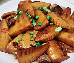 腊肉焖竹笋的做法