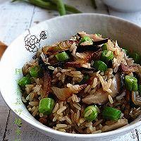 腊肉香菇炒糙米饭#美的初心电饭煲#的做法图解2