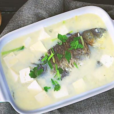 汤浓味鲜,牛奶般的鲫鱼豆腐汤!
