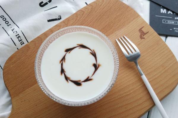 巧克力酱酸奶拉花的做法