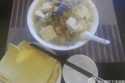 花鲢鱼头炖豆腐