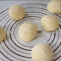 面包房里最受欢迎的毛毛虫面包#相约MOF#的做法图解6