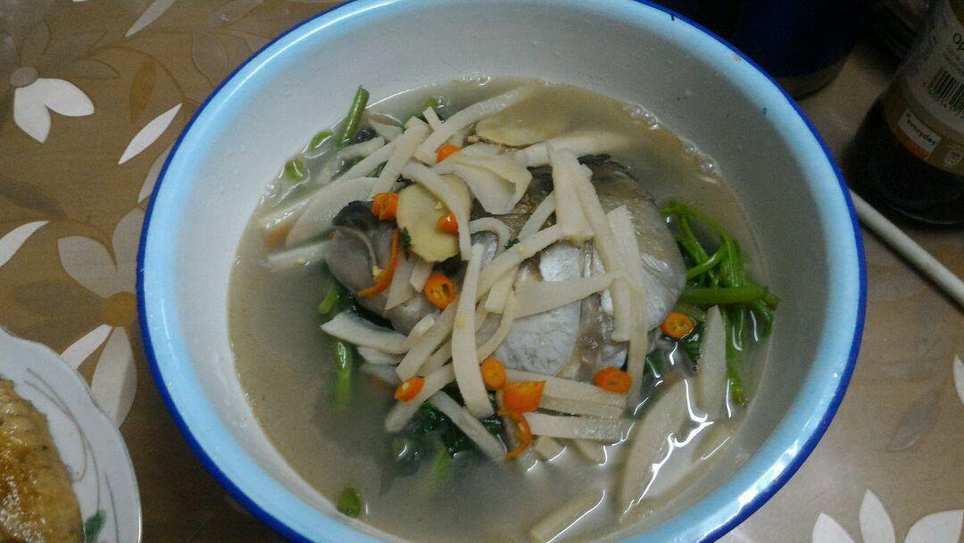 酸笋通菜鱼头汤的做法图解5