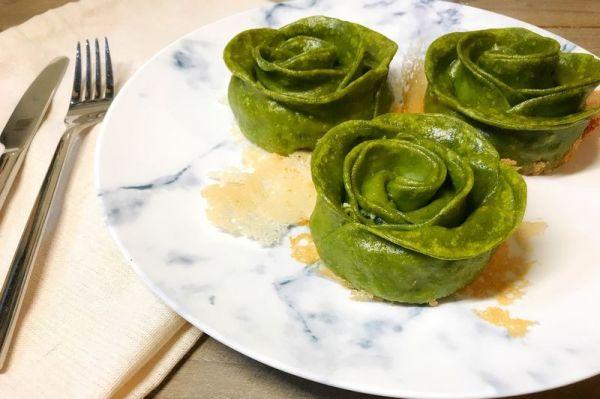 玫瑰花菠菜饺子