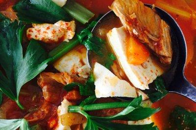 茄汁牛肉泡菜豆腐锅