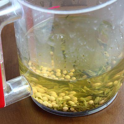 时间:10-30分钟 准备食材 黄豆 30g 绿豆 30g 绿茶 5g 步骤