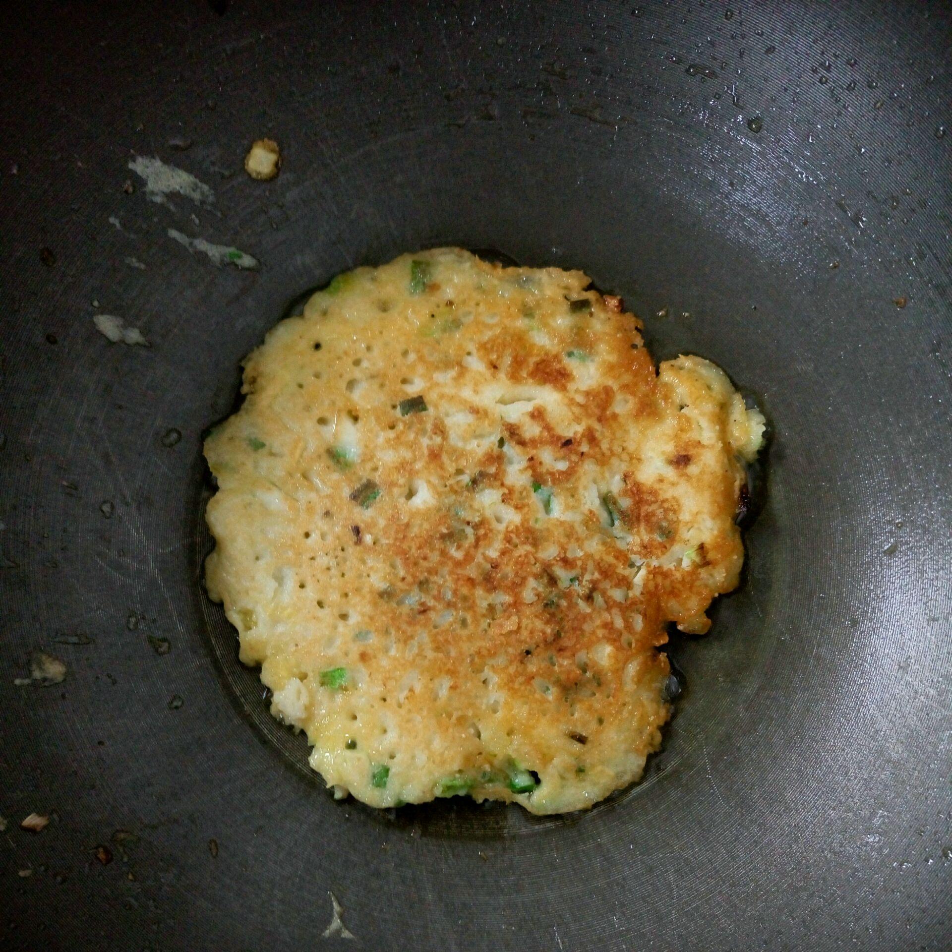 鸡蛋土豆葱花糯米饼的做法图解3