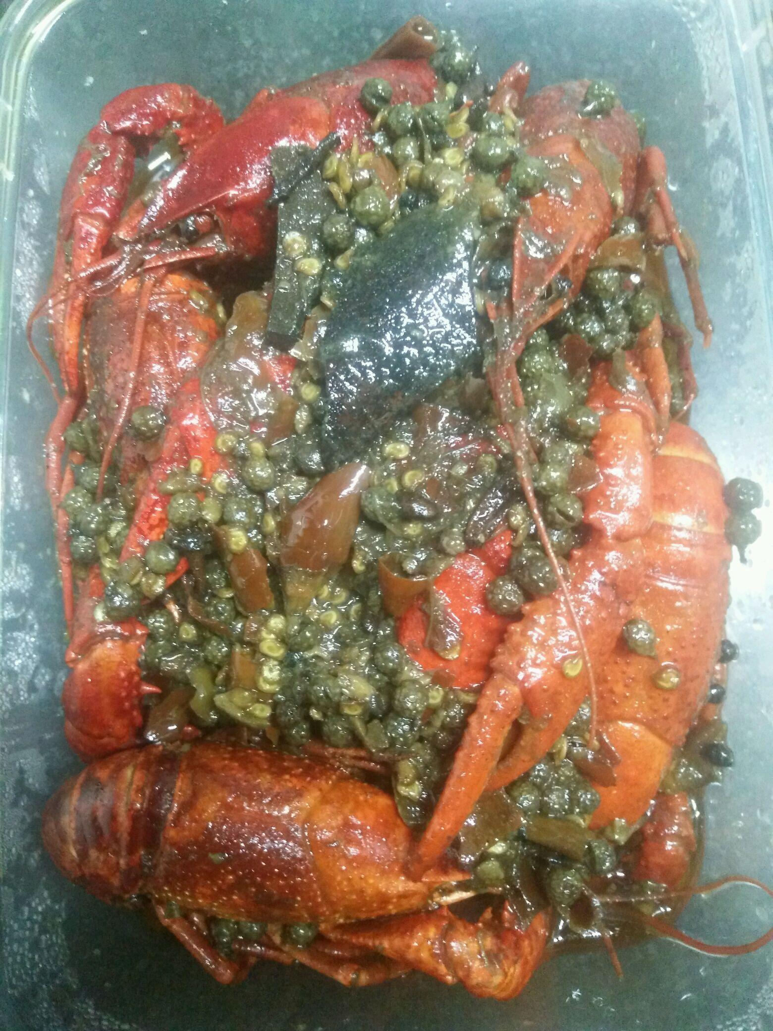 炒菜煲汤临锅时加入提鲜不口干 麻辣小龙虾(超麻辣版本)的做法步骤 1.