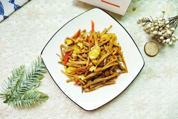 黄花菜炒鸡蛋,经常吃健脑的做法