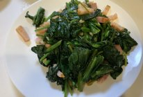 菠菜炒培根的做法