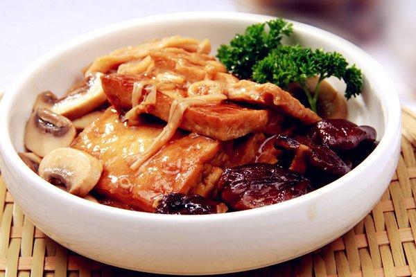 三菇烩豆腐的做法