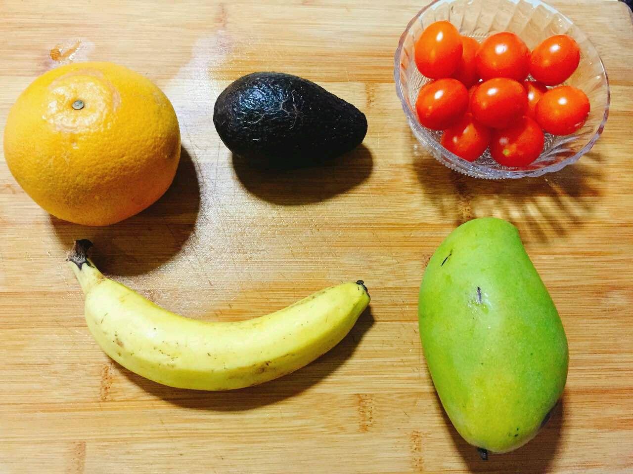 准备各种水果,清洗干净