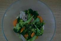 西兰花香菇胡萝卜炒肉片的做法
