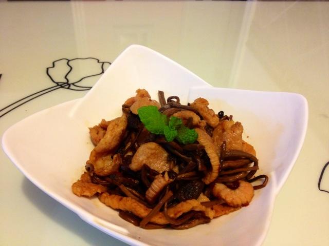 茶树菇炒猪颈肉 茶树菇炒猪颈肉 正宗做法步骤 高清图片