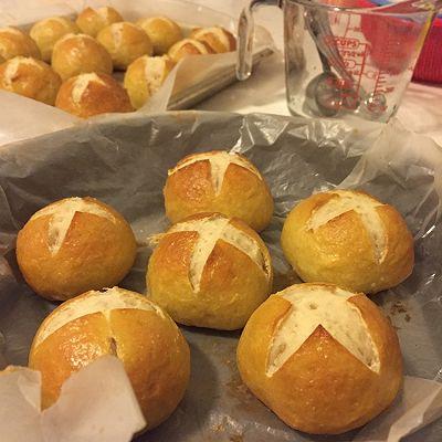 法式咸香小面包(pretzel bread)