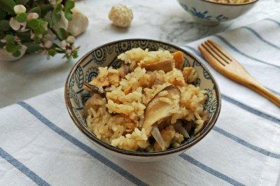 香菇鸡肉焖饭#花10分钟,做一道菜!#