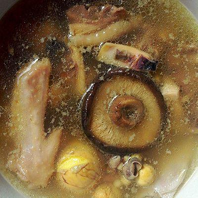 墨鱼香菇老鸡汤