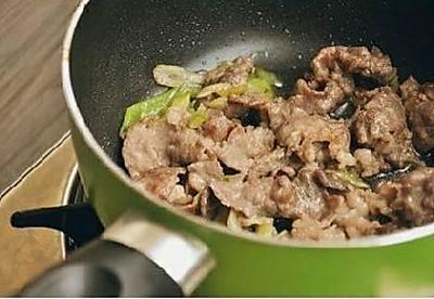 韩式菌菇肥牛暖锅的做法 步骤2