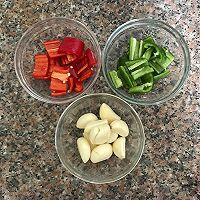 家常下饭小炒 蒜香焖猪尾-满满的骨胶原的做法图解1