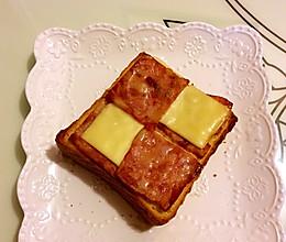 百吉福芝士片创意早餐之一:棋格吐司的做法