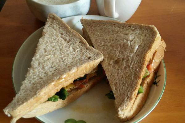 早餐_美味三明治香醇豆浆完美搭配的做法