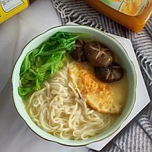 鲜香奶白香菇煎蛋汤面