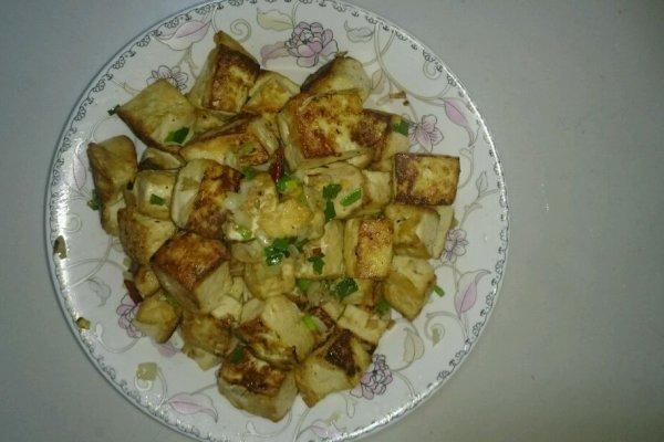 油煎豆腐丁的做法