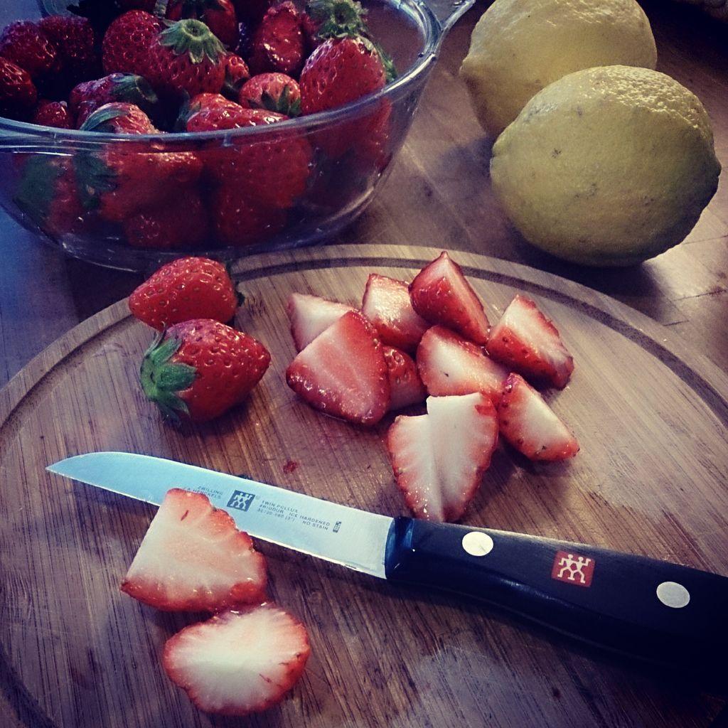 草莓柠檬鸡尾酒的做法步骤
