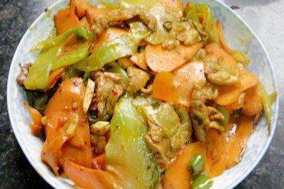 胡萝卜莴笋炒肉片