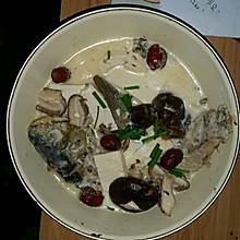 红枣香菇豆腐鲫鱼汤