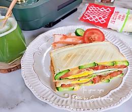 #一起土豆沙拉吧#培根鸡蛋青瓜沙拉三文治的做法