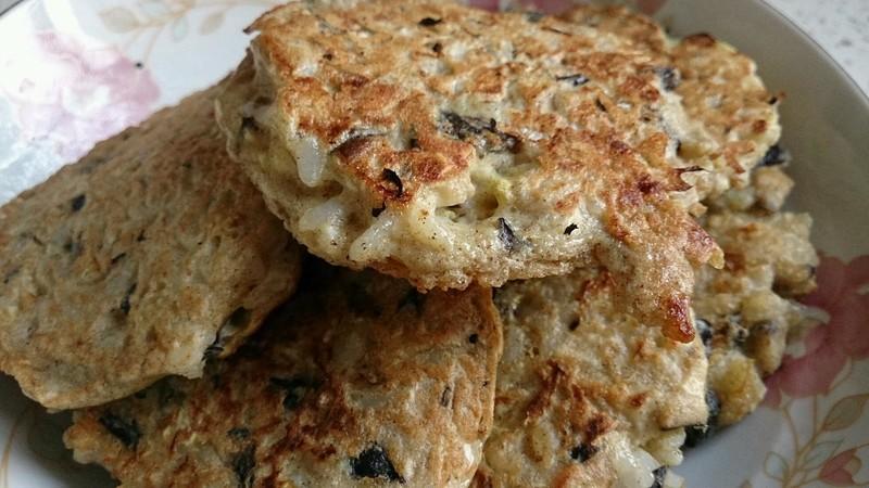 鸡蛋米饭饼的做法_【图解】鸡蛋米饭饼怎么做好吃_蓝