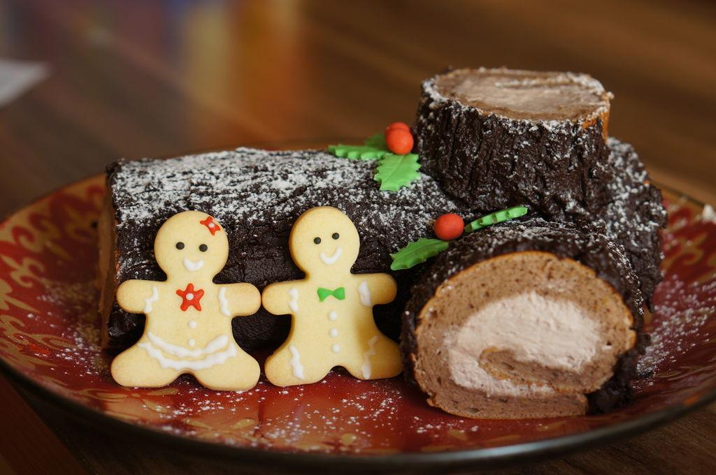 充满节日气氛的圣诞蛋糕——巧克力树桩蛋糕