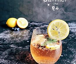 #夏日冰品不能少#薄荷柠檬香草味苏打水的做法