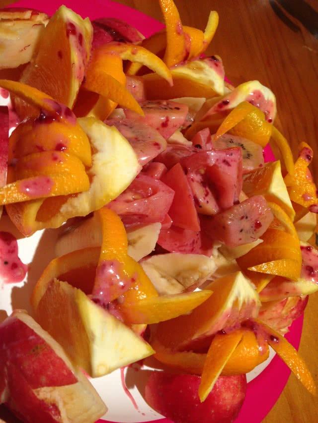 描述:果盘:火龙果的4种切法(水果切法图解)的做法步骤 1. 做法①:(